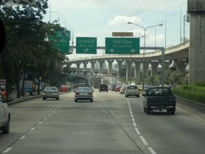 6388612-one_of_the_many_elevated_expressways_Bangkok